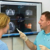 Bessere Patientenkommunikation und Behandlungssicherheit dank digitaler 2D-3D-Röntgentechnologie